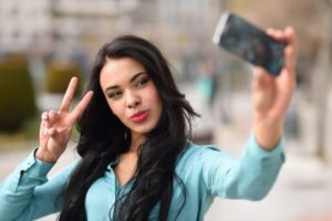 Social media photo overkill may boost narcissism